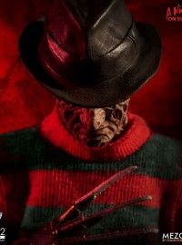 MEZCO TOYZ A NIGHTMARE ON ELM STREET 半夜鬼上床 – FREDDY KRUEGER 佛萊迪-01